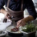 主婦や社会人の調理師免許の取り方を紹介!お金をもらいながら取れる方法!